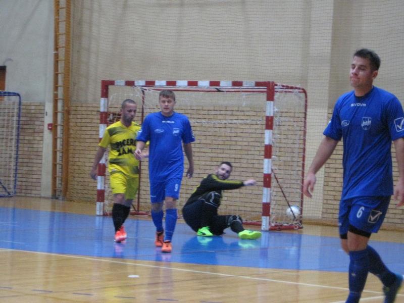 Korać i Drapšin nezadovoljni što je lopta otišla iza gola | Foto: Vlastimir Jankov