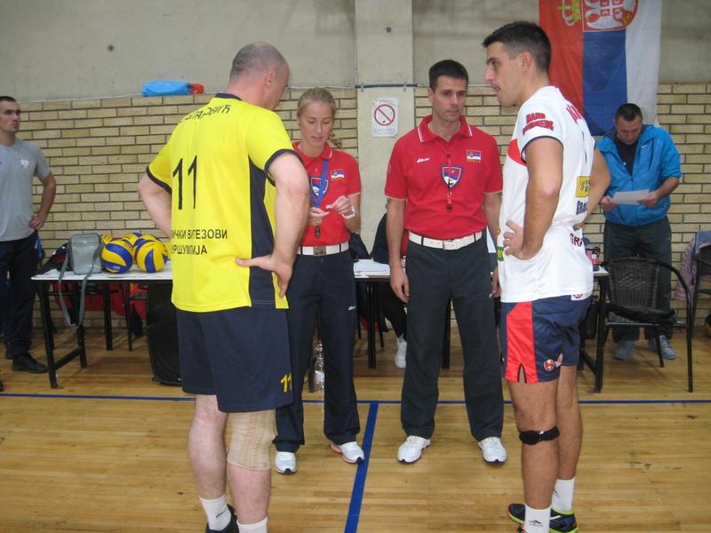 Sudije s kapitenima pred početak utakmice   Foto: Vlastimir Jankov