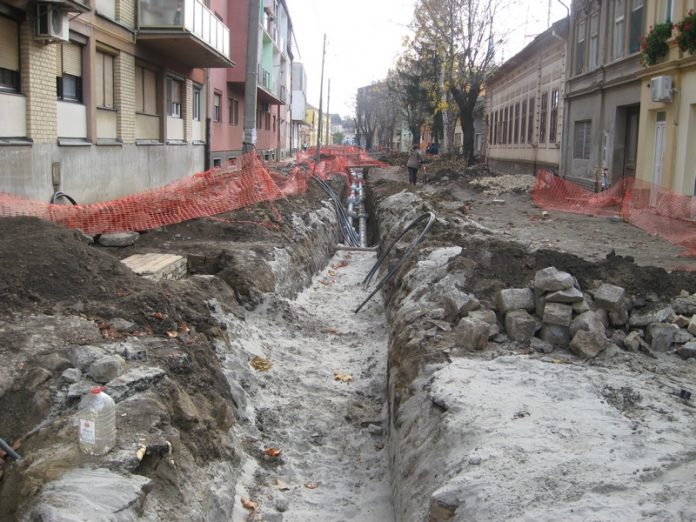 Trenutno najveća investicija u Bečeju je rekonstrukcija Dositejeve ulice   Foto: Vlastimir Jankov