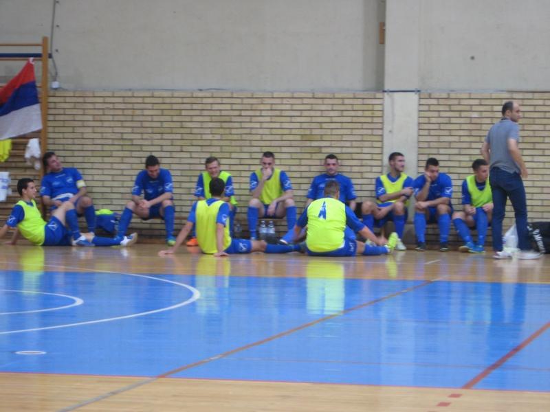 Futsaleri Bečeja s trenerom Goranom Strajnićem u taj autu | Foto: Vlastimir Jankov