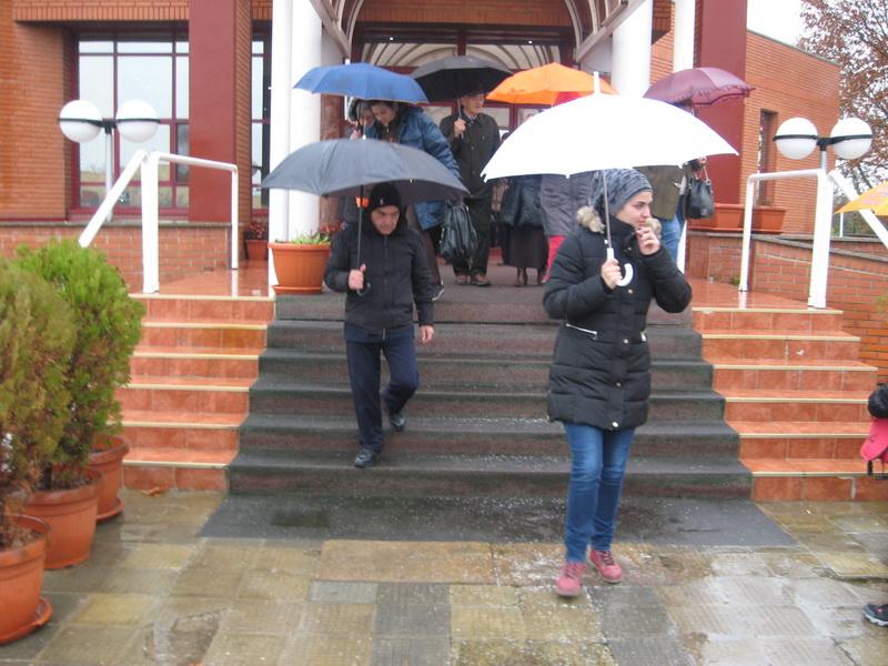 Iako je padala kiša, planinari su išli u obilazak Bečeja | Foto: Vlastimir Jankov