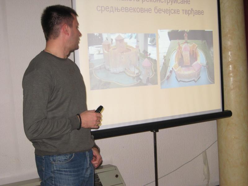 Istoričar Nemanja Karapandžić je otklonio večitu dilemu koji je Bečej stariji   Foto: Vlastimir Jankov