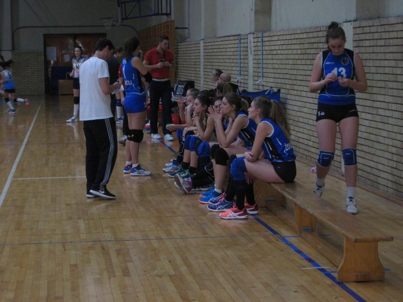 Uzalud je trener Aleksandar Ikić upozoravao u tajm autu   Foto: Vlastimir Jankov