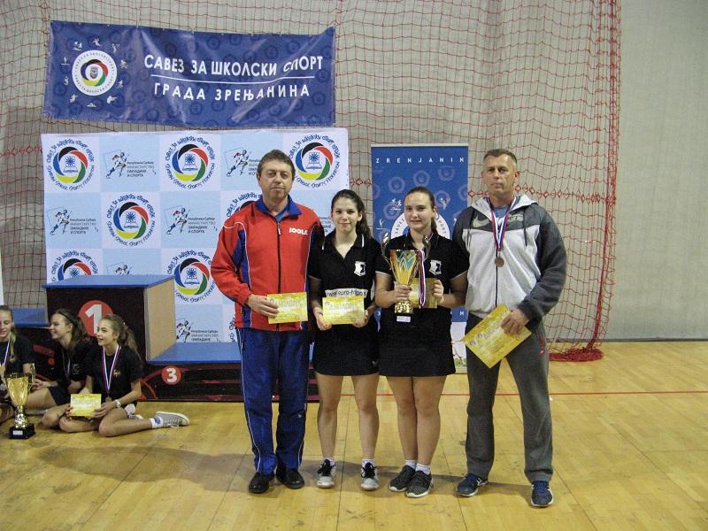 Tominjakova i Kozarski sa trenerom i nastavnikom