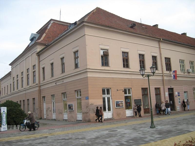 Najstarija zgrada na bečejskom trgu je sadašnje Gradsko pozorište | Foto: Vlastimir Jankov