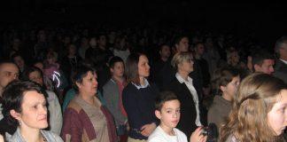 Sala Gradskog pozorišta je bila puna učenika i nastavnika | Foto: Vlastimir Jankov