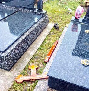 Jedan od brojnih uništenih krstova   Foto: backopetrovoselo.com