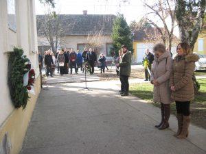 Polaganje venaca na zgradi nekašnje Jevrejske škole | Foto: Vlastimir Jankov