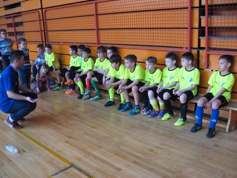 Desetogodišnjaci Bečeja s trenerom Lazarom Dabižljevićem osvojili su treće mesto | Foto: Vlastimir Jankov