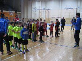 Tri najuspešnije ekipe desetogodišnjaka pred uručenje nagrada | Foto: Vlastimir Jankov