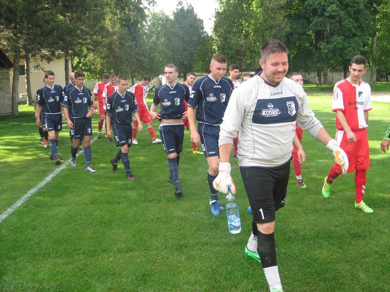 Fudbaleri Vojvodine i Jedinstva pred jednu od ranijih utakmica   Foto: Vlastimir Jankov