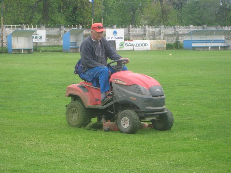 Dragan Stanojev je uložio dodatni trud i pripremio teren za igru | Foto: Vlastimir Jankov