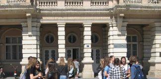 Mladi Italijani pred Gradskom kućom Bečej | Foto: Vlastimir Jankov