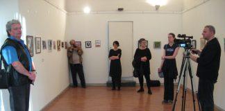 "Sa otvaranja izložbe ""Format mali"" u Bečeju | Foto: Vlastimir Jankov"