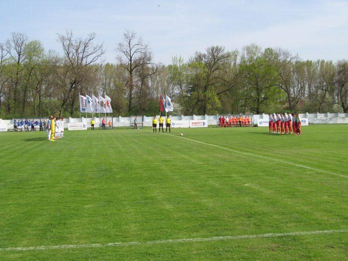 Utakmica je počela minutom ćutanja, čime je odata poslednja počast dr Ivanu Žikiću | Foto: Vlastimir Jankov