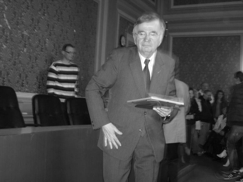Dr Ivan Žikić po prijemu nagrade za životno delo u sportu | Foto: Vlastimir Jankov
