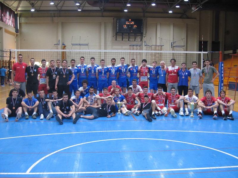 Tri prvoplasirane ekipe sa peharima i medaljama | Foto: Vlastimir Jankov