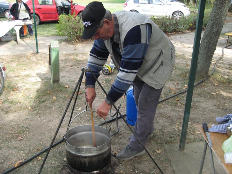Kulinari su uvek spremni da potpale vatru | Foto: Vlastimir Jankov