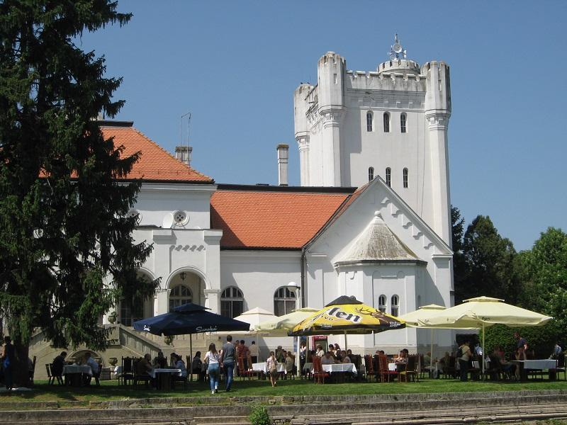 Predivan ambijent u okruženju dvorca Bogdana Dunđerskog | Foto: Vlastimir Jankov