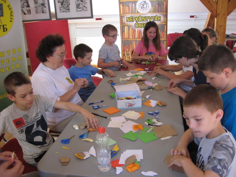 Vredno se radi u osmom dečijem origami kampu | Foto: Vlastimir Jankov