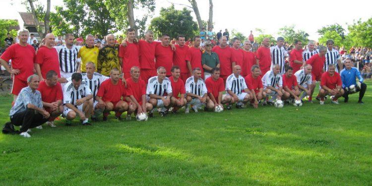 Za vek fudbala u selu gostovali su veterani beogradskog Partizana | Foto: Vlastimir Jankov