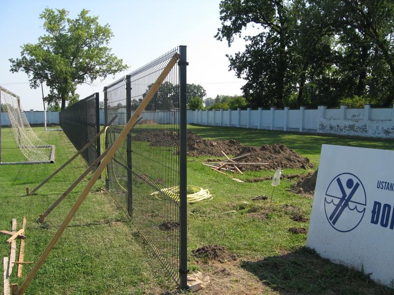 Nova ograda na istočnoj strani i temelji za manje tribine | Foto: Vlastimir Jankov