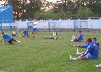 Istezanje i opuštanje posle treninga u četvrtak po podne | Foto: Vlastimir Jankov