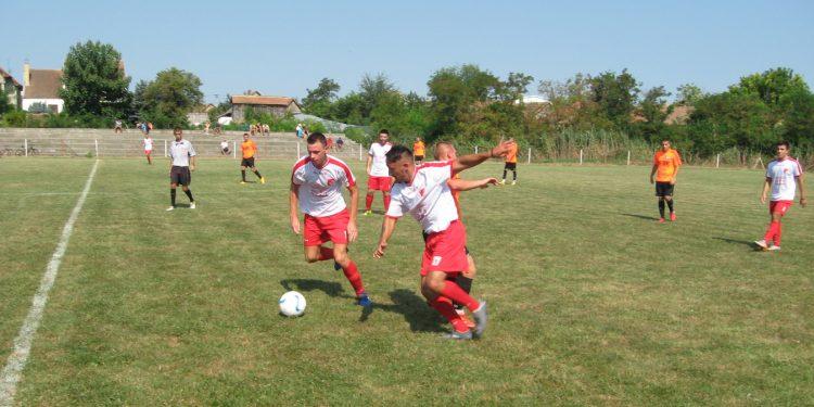 Petrovoselci najavljuju pobedu protiv Zmajevčana | Foto: Vlastimir Jankov