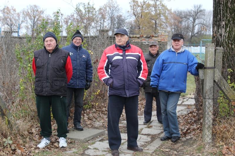 Najverniji navijači i po hladnom vremenu prate trening ljubimaca   Foto: Vlastimir Jankov