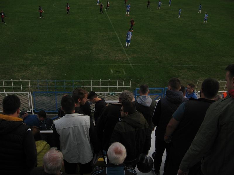 Posle vođstva gostiju, navijači su počeli da napuštaju tribine Gradskog stadiona kraj Tise   Foto: Vlastimir Jankov