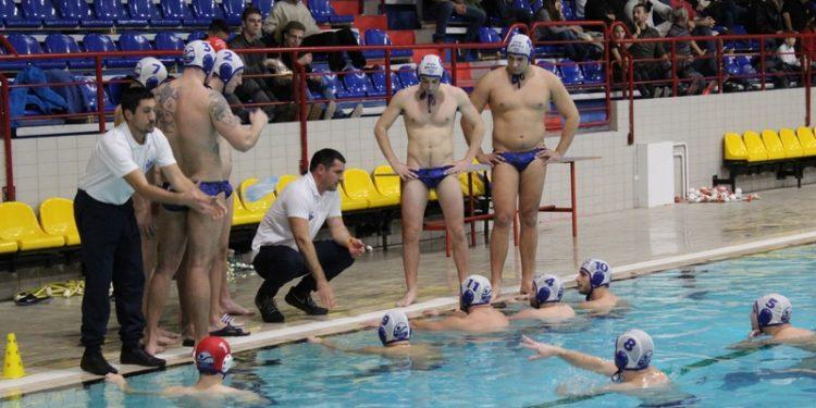 Treneri Goran Krstonošić i Boris Terzić daju savete u tajm-autu | Foto: Vlastimir Jankov