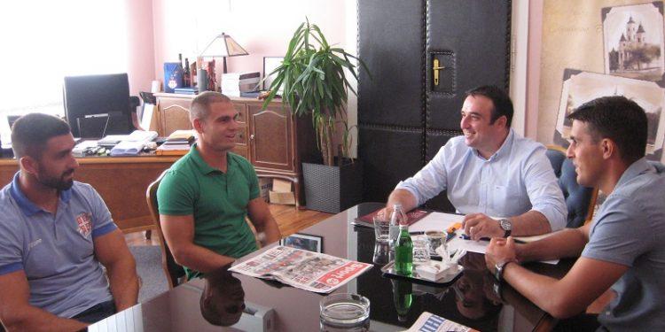 Dva Marka, Novaković i Tomićević, na prijemu kod predsednika opštine Dragana Tošića | Foto: Vlastimir Jankov