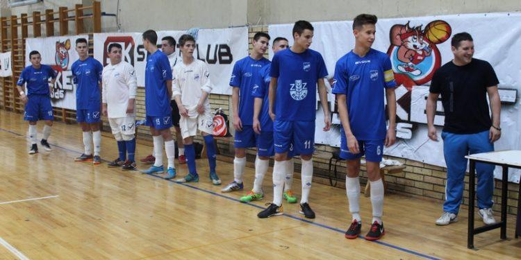 Trener Sava Vadaski i njegovi izabranici pred početak utakmice sa Vrbašanima | Foto: Vlastimir Jankov