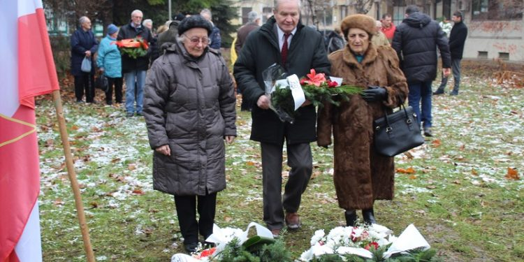 Delegacija SUBNOR-a položila je cveće na spomen obeležje Zid smrti | Foto: Vlastimir Jankov