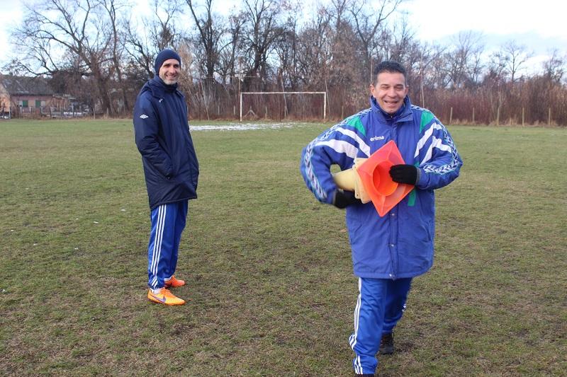 Osmeh na licima trenera Dalibora Novčića i Damira Dakića oslikava vedru atmosferu | Foto: Vlastimir Jankov