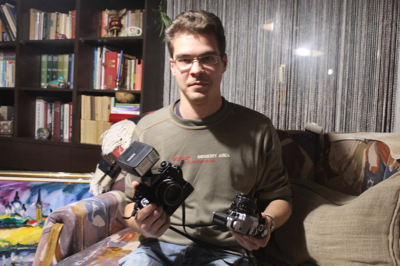Paralelno koristi analogne i digitalne fotoparate | Foto: Vlastimir Jankov