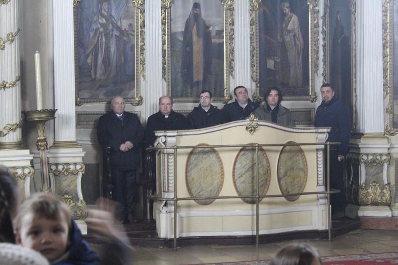 Sveštenici sestrinske rimokatoličkke vere i predsednik opštine sa saradnicima na Liturgiji | Foto: Vlastimir Jankov