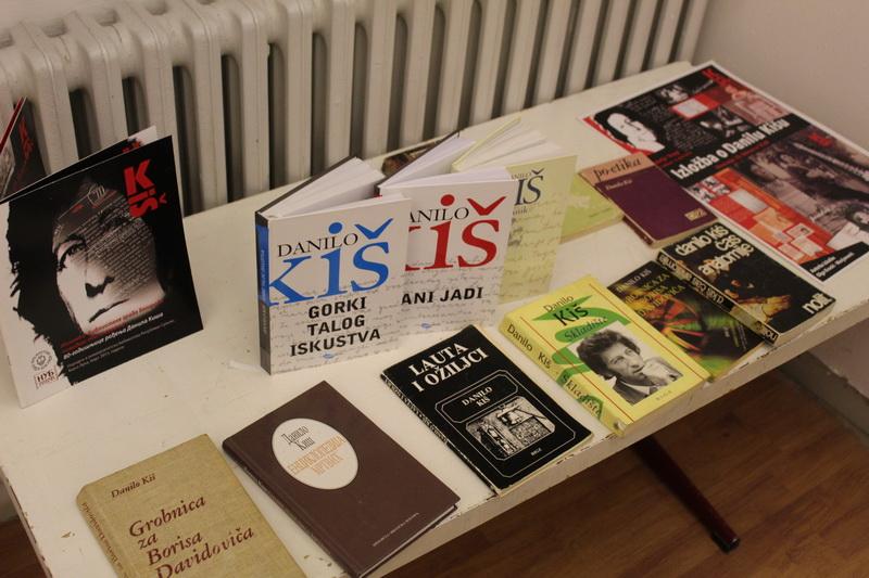 Izložene knjige Danila Kiša | Foto: Vlastimir Jankov
