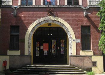 Dva meseca na proveru znanja u zgradu Gimnazije   Foto: Vlastimir Jankov
