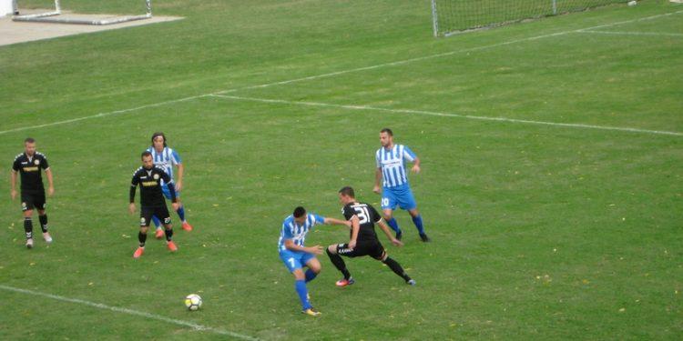 Momenat sa utakmice Bečejaca i Kruševljana jesenas kraj Tise | Foto: Vlastimir Jankov