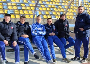 Nemanja Lazić (stoji) čeka da zaigra protiv matičnog kluba | Foto: Vlastimir Jankov