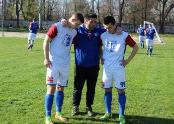 Trener Lazar Dabižljević s dvojicom napadača Nenadom Kudrićem i Aleksandrom Marjanovim | Foto: Vlastimir Jankov
