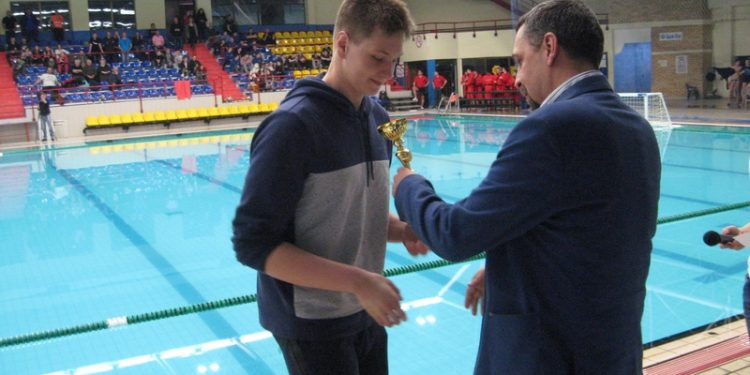 Dejanov brat Zoran prilikom uručenja priznanja na lanjskom Memorijalu | Foto: Vlastimir Jankov