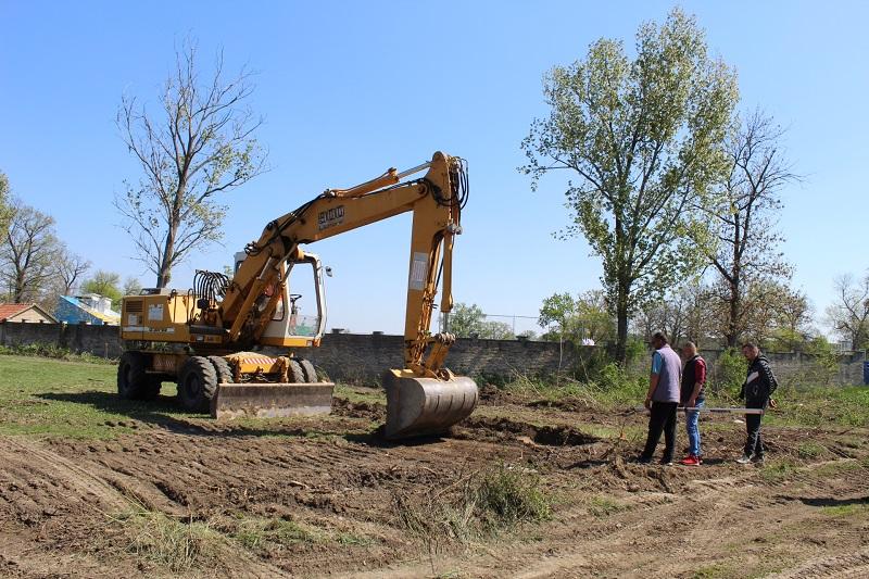 Umesto graje igrača, na pomoćnom terenu je buka građevinskih mašina | Foto: Vlastimir Jankov