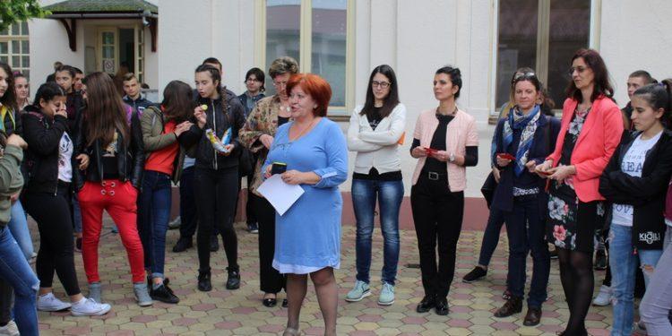 Direktorka Gordana Kovačev je sa profesorkama svoje škole ugostila potencijalne učenike | Foto: Vlastimir Jankov