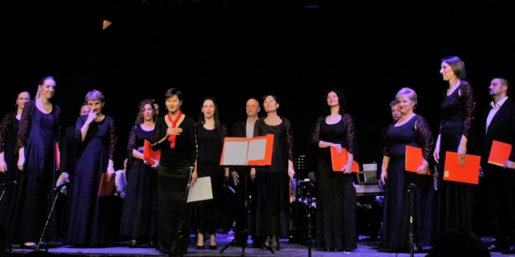 Gradski hor Bečej s dirigentom Natašom Katić Radosavljević