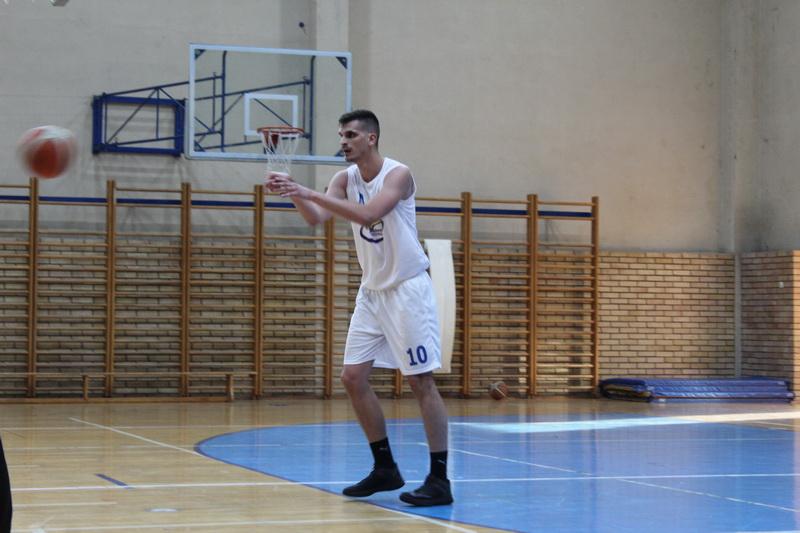 Nikola Vuković ke upisao prve seniorske poene za KK Bečej | Foto: Vlastimir Jankov