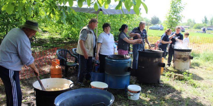 Oni su bili zaduženi da niko ne ostane gladan | Foto: Vlastimir Jankov
