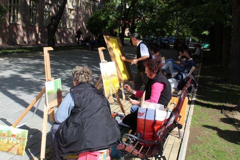Trio iz Bačkog Petrovog Sela štafelaje je postavio na trgu