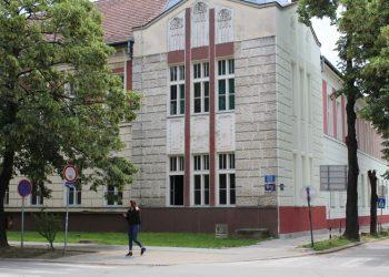 Jedna strana fasade rekonstruisana, a druga čeka na red